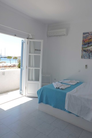 studios niriides sea view room